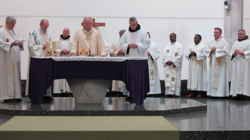 «Jesus hat keine Priester und Bischöfe geweiht» © Walter Ludin 2019
