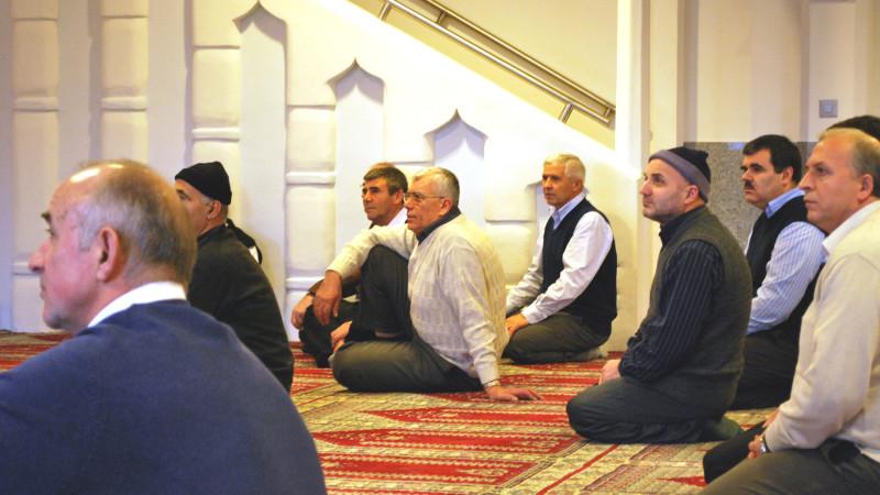 Muslime beim Freitagsgebet | © Barbara Ludwig
