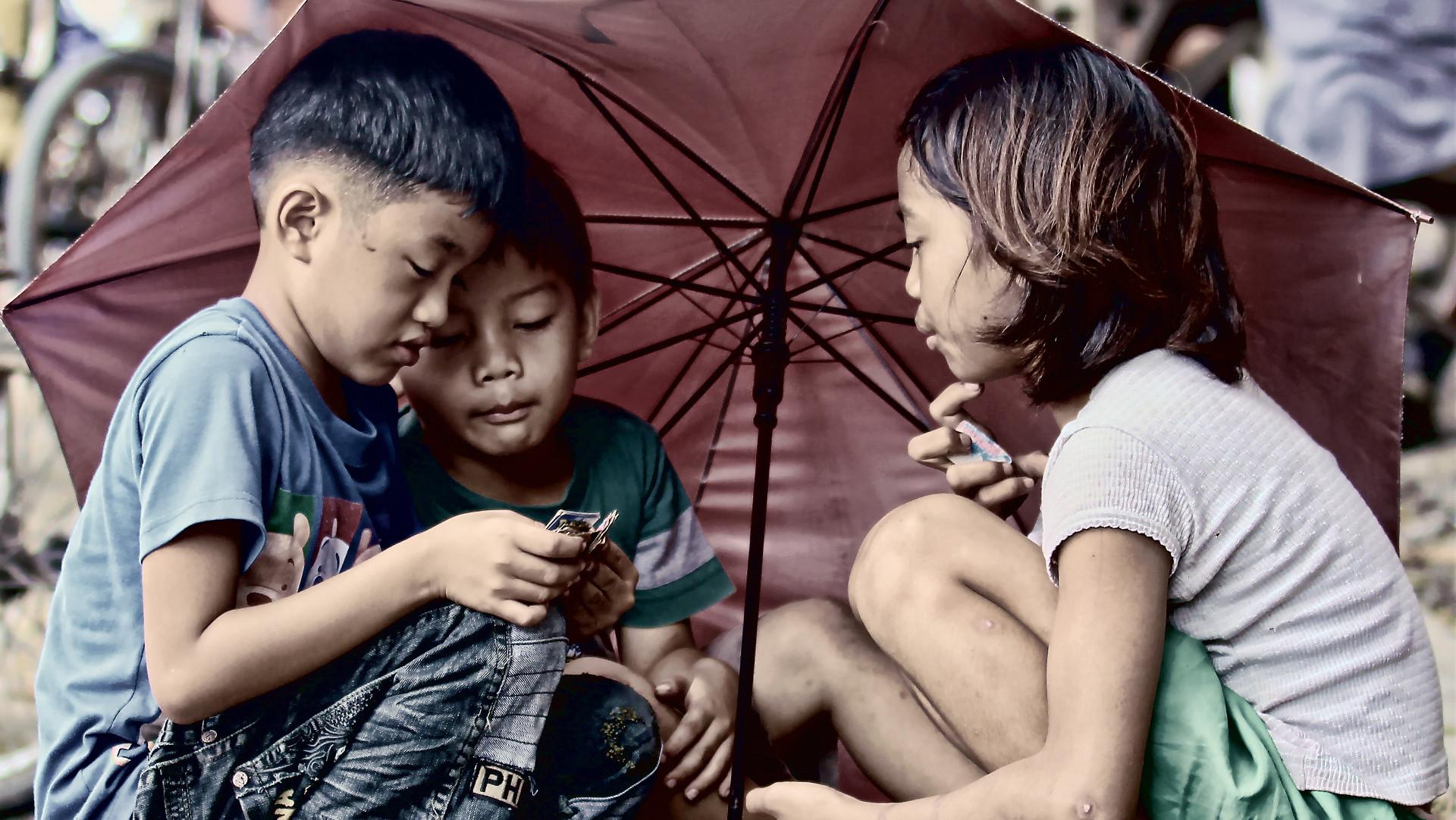 kinderpornos eltern auf den philippinen verkaufen ihre kinder katholische kirche schweiz. Black Bedroom Furniture Sets. Home Design Ideas