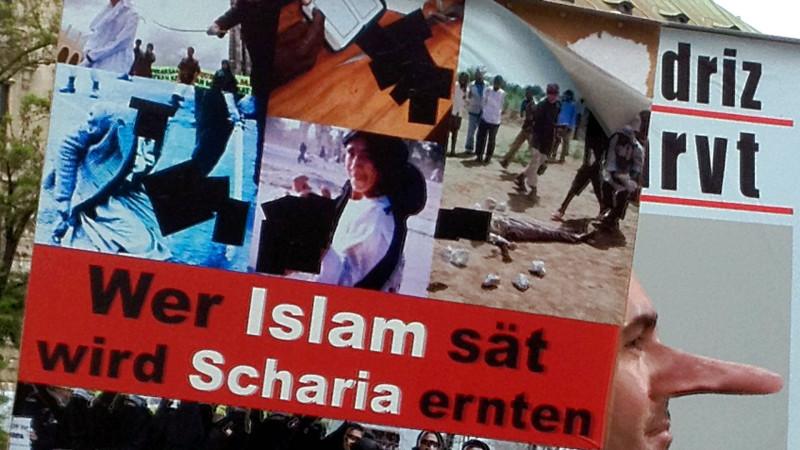 Antiislamisches Plakat in Deutschland | © 2013 Georges Scherrer