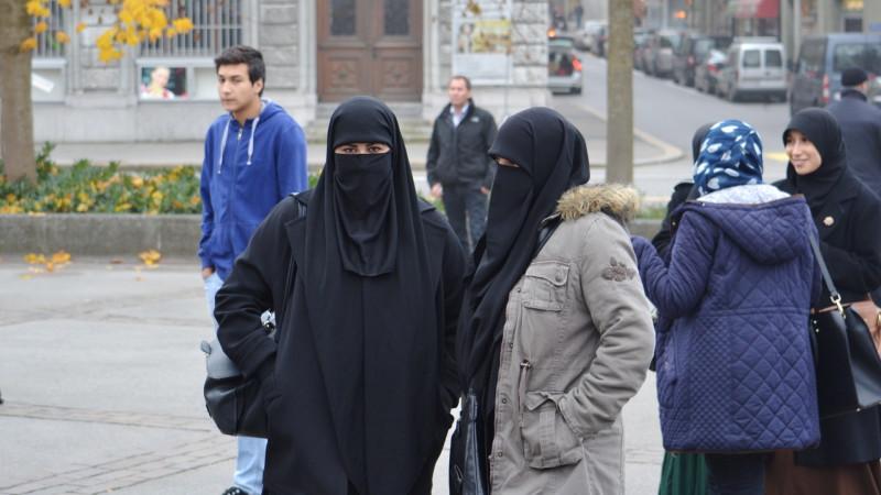 Verhüllte Musliminnen in Freiburg | © Georges Scherrer