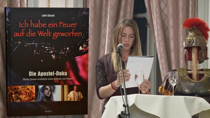 Buchvernissage mit Schauspielerin Julia Mead | © 2015 Jean Merrouche