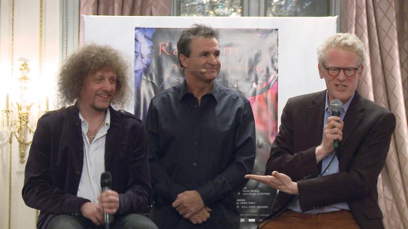 Buchvernissage mit Luke Gasser, Moderator René Rindlisbacher und Fraumünsterpfarrer Niklaus Peter (von links) | © 2015 Jean Merrouche