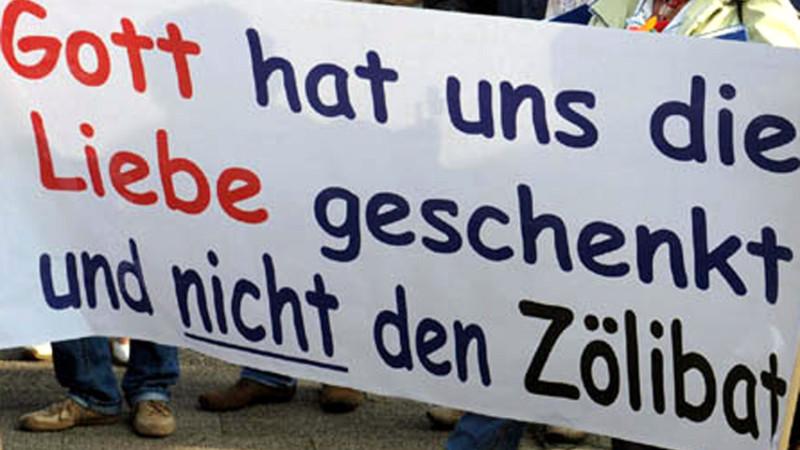 Plakat an einer Protestaktion vor dem Dom in Fulda | © 2011 KNA