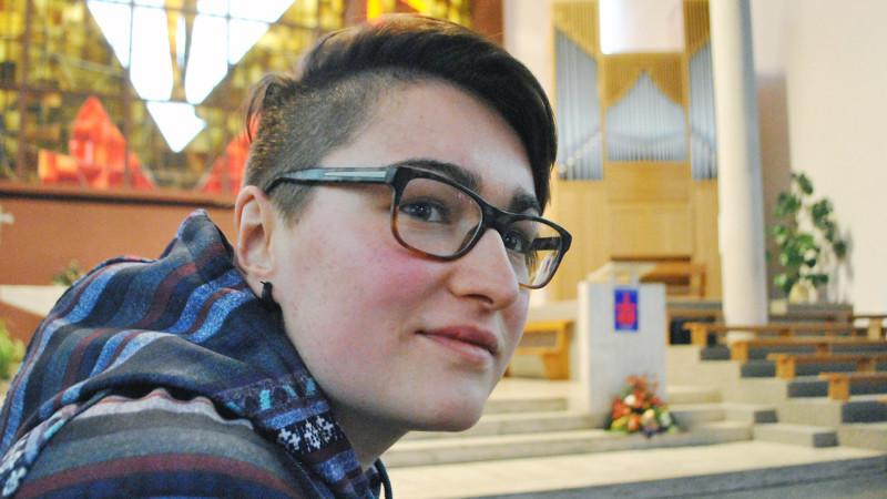 Clémentine Dubuis (20) hat im Wallis eine Gruppe für katholische Homosexuelle gegründet |  © 2015 Pierre Pistoletti