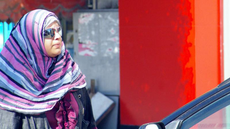 Muslimin mit Kopftuch | © Georges Scherrer