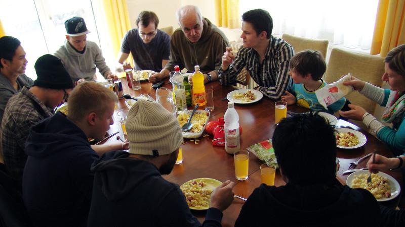 Mittagessen im «Clubhüüs» | © 2015 Christian Murer/zVg