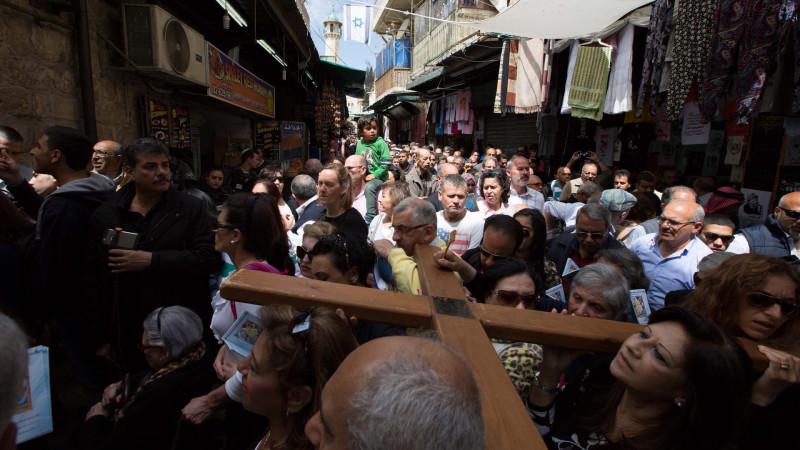 In der Altstadt von Jerusalem: Tausende Christen gedenken des Leidens Jesu. | © 2015 Andrea Krogmann