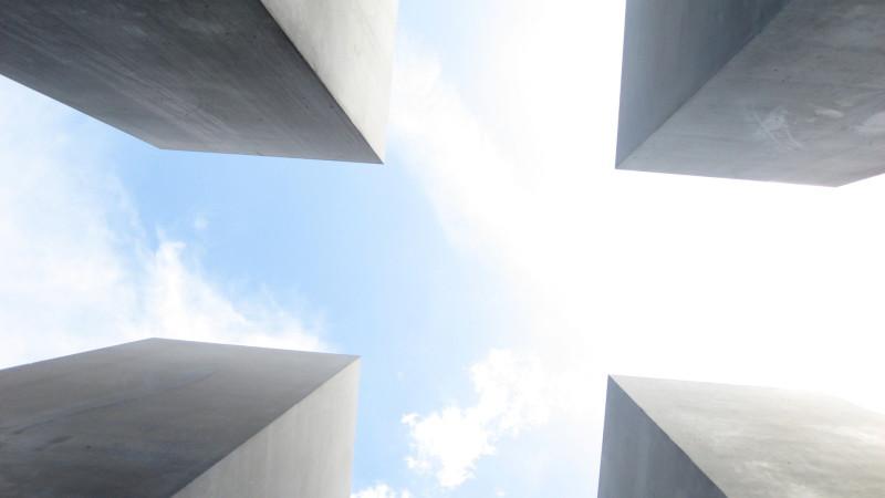 "Holocaust-Gedenkstätte in Berlin | © <a href=""http://www.pixelio.de"" target=""_blank"">pixelio.de</a> Dirk Schröder"