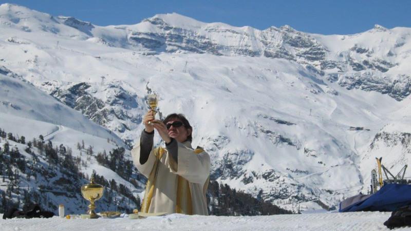 Eucharistiefeier in einem Skigebiet   © Stefan Roth/zVg