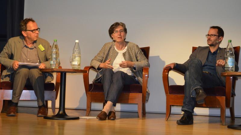 Maja Ingold (EVP) zwischen Hans-Peter von Däniken (links) und Balthasar Glättli (GP) an Flüchtlingstagung in Zürich, 2015 | © Regula Pfeifer