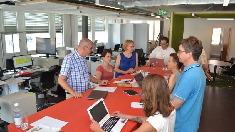Wochensitzung im Newsroom von kath.ch | © Sylvia Stam