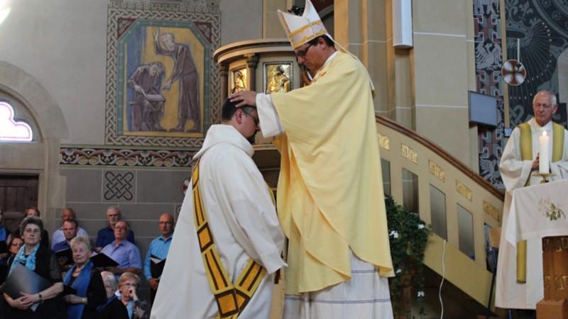 Bischof Felix Gmür bei einer Priesterweihe | © 2014 Bistum Basel