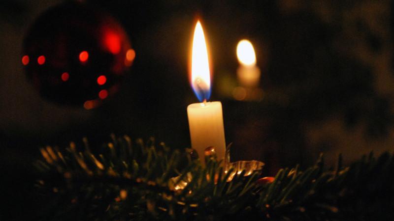 Kerzenlicht am Christbaum | © 2009 Barbara Ludwig