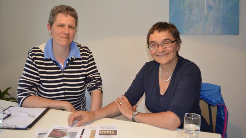 Theologinnen und Trauerbegleiterinnen: Barbara Lehner (links) und Antoinette Brem | © 2015 Regula Pfeifer