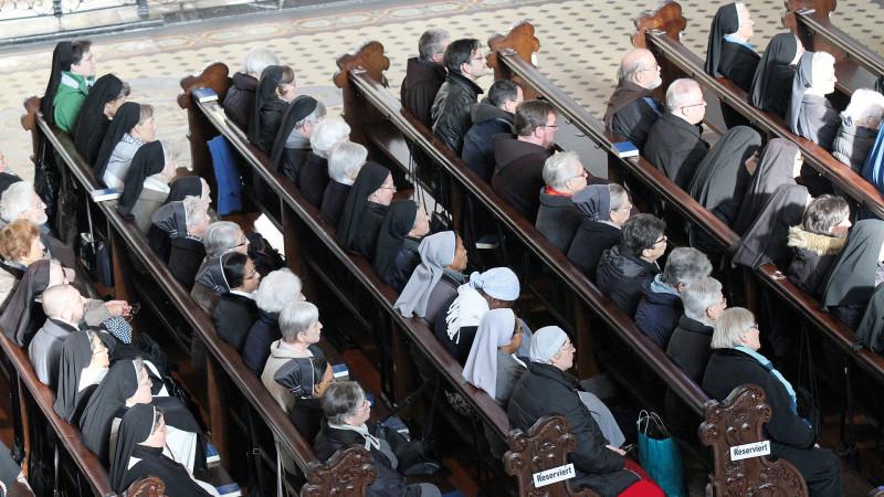 Ordensleute im Gebet | © Gerold Zenoni OSB Einsiedeln