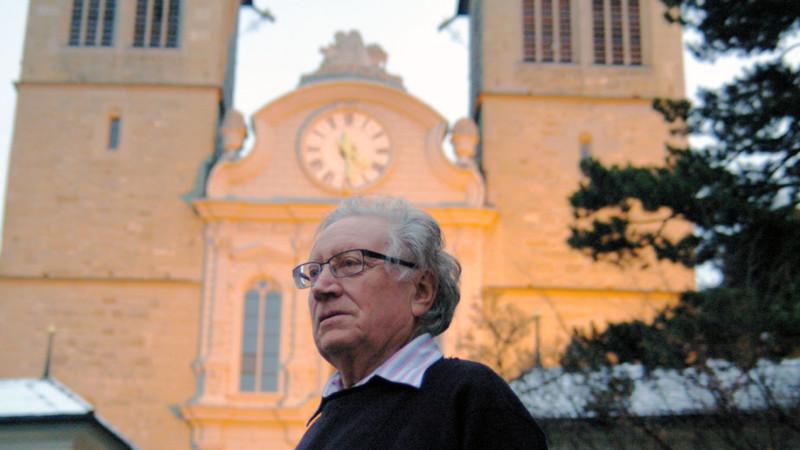 Max Hofer, ehemaliger Bischofsvikar des Bistums Basel (1937-2015), vor St. Leodegar im Hof in Luzern |© 2012 Georges Scherrer