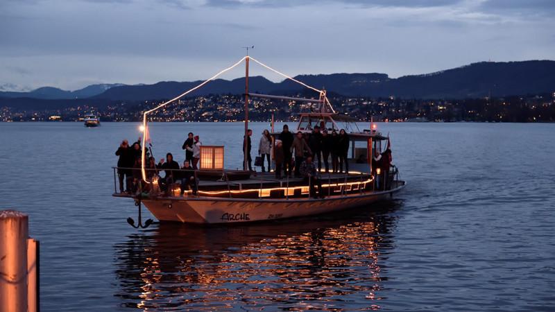 Das Friedenslicht 2015 bei der Schiffanlegestelle Bürkliplatz in Zürich | © zVg