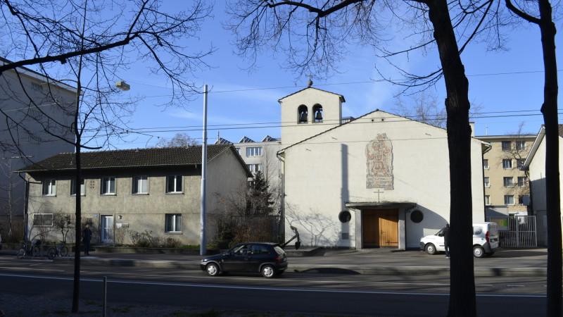 Kirche und Pfarrhaus St. Christophorus | © Regula Pfeifer