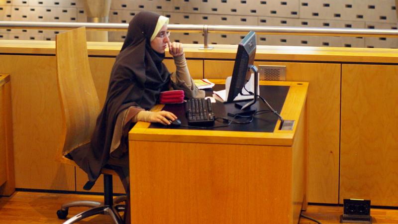 Muslimische Studentin mit Kopftuch | © 2010 Georges Scherrer