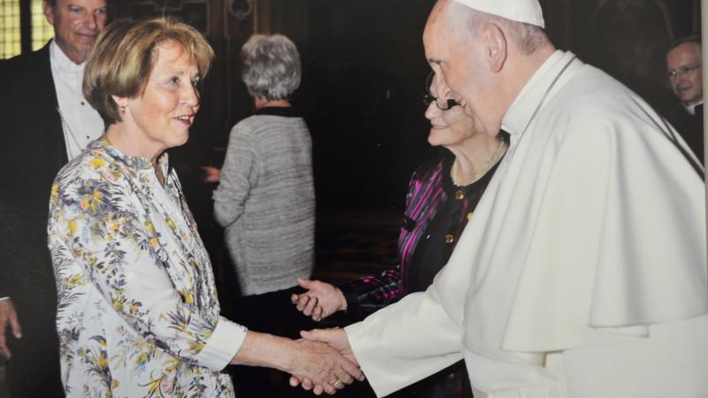 Margrit Gätzi, Präsidentin Pro Filia Schweiz, trifft Papst Franziskus im April 2015 im Vatikan | © 2015 zVg