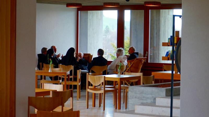 Mitglieder der «Salzburger Äbtekonferenz» und Gäste im Lassalle-Haus | © 2016 Georges Scherrer