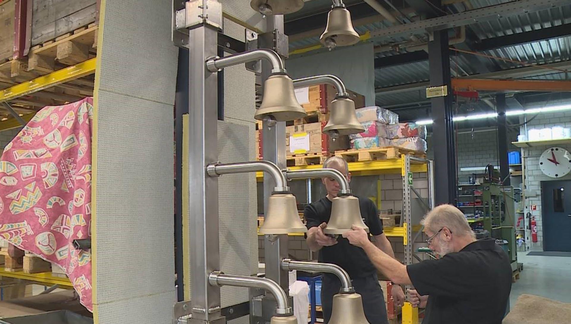 Glocken testen in der Firma Muff in Triengen (LU) | © 2016 Hans Merrouche_klein