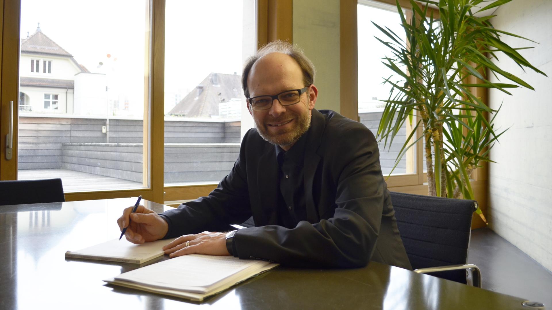 Luc Humbel in seiner Anwaltskanzlei in Brugg