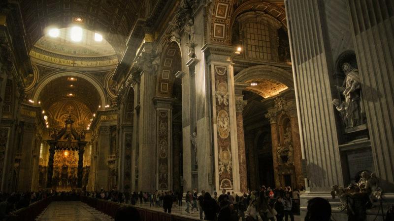 Im Innern des Petersdoms. | © Pixabay