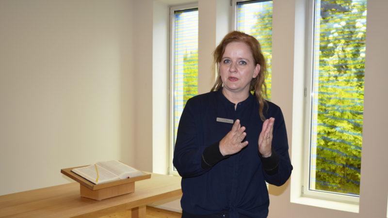 Psychiatrieseelsorgerin Sabine Zgraggen in der Spitalkirche | © Regula Pfeifer