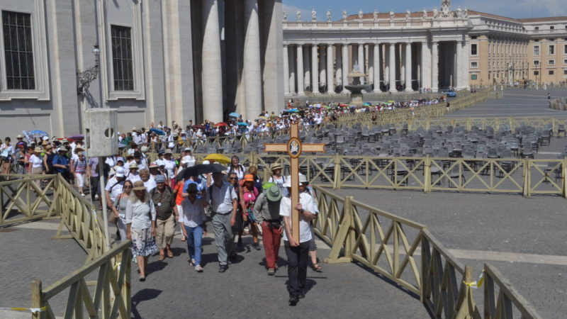 Kirche mit* auf dem Weg in den Petersdom | © Sylvia Stam