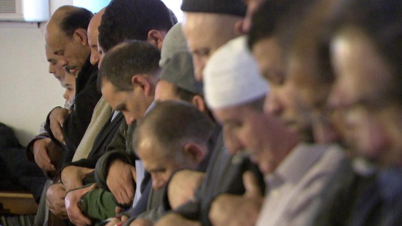 Muslime beim Freitagsgebet | © flickr Marschalek