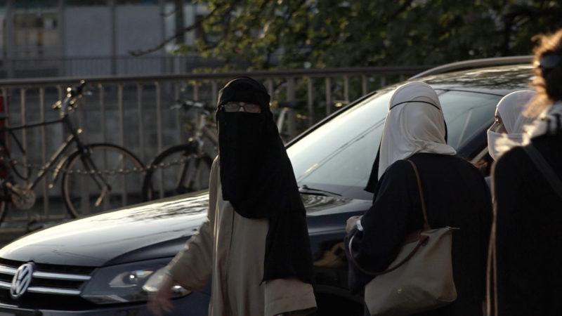 Muslimische Frauen mit Nikab in Zürich | © Hans Merrouche