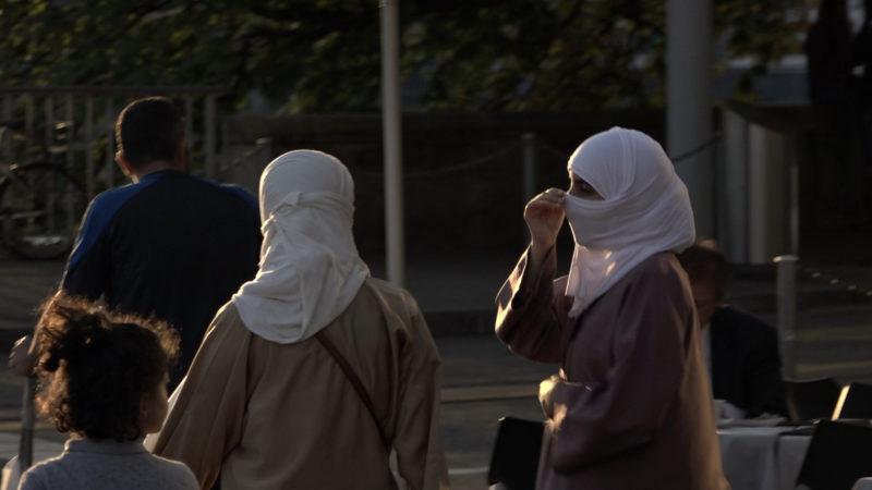 Frauen mit Nikab in Zürich | © Hans Merrouche