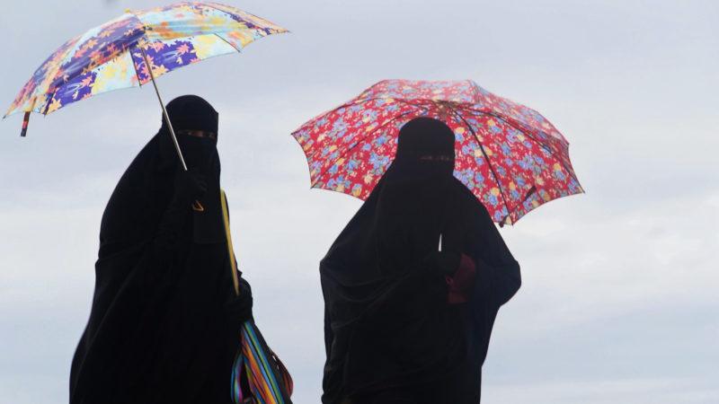 Vollverschleierte Musliminnen unterwegs | © pixabay.com CC0