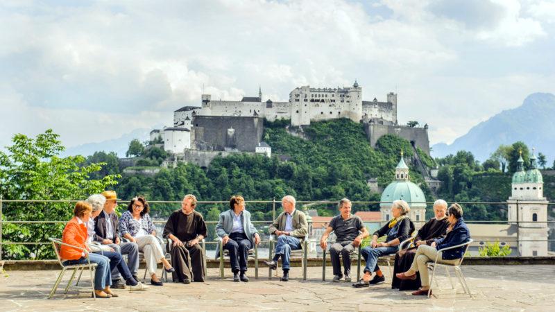 Terrasse des Kapuzinerklosters Salzburg, im Hintergrund die Festung Hohensalzburg | © zVg/Rita Newman