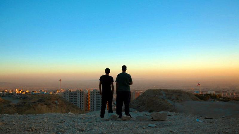 Anoosh und Arash blicken auf Teheran | © 2016 Frenetic Films