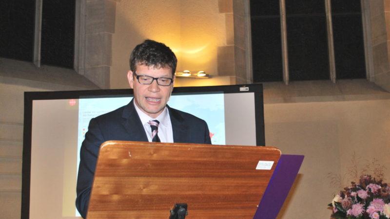Roberto Simona bei einem Vortrag in Zürich | © Barbara Ludwig