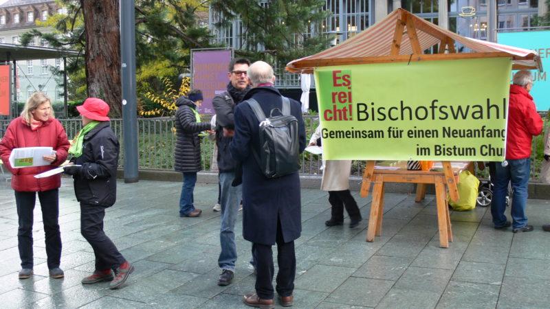 Unterschriftensammlung der Allianz «Es reicht» in Chur | © zVg