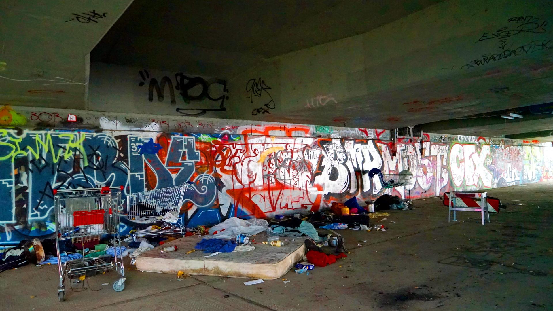 Ein Obdachloser datiert