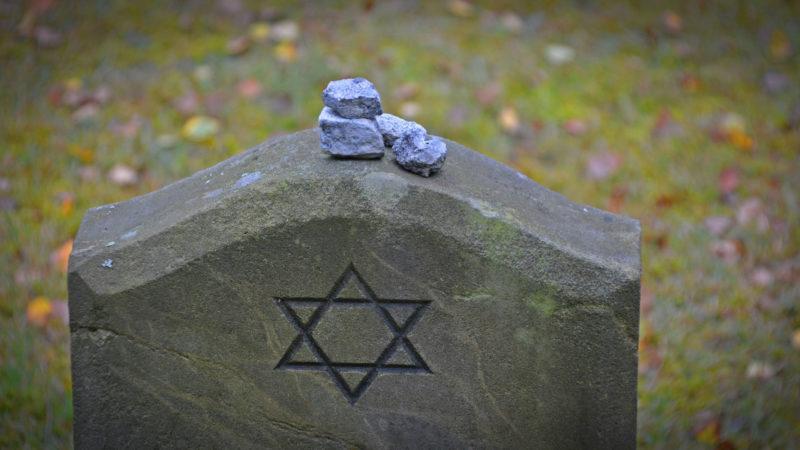 Jüdisches Grab zur Erinnerung an Holocaust | © pixabay.de bernswaelz (CC0 Public Domain)