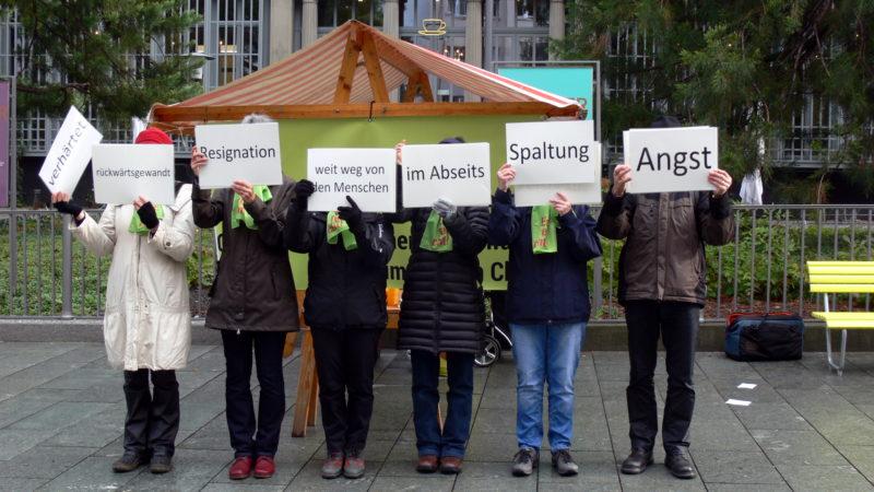 Allianz «Es reicht!» lanciert am 11. November 2016  in Chur die Petition «Gemeinsam für einen Neuanfang im  Bistum Chur. | © zVg