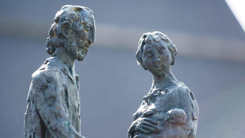 Statue Niklaus und Dorothee von Flüe | © Trägerverein 600 Jahre Niklaus von Flüe/Sibylle Kathriner