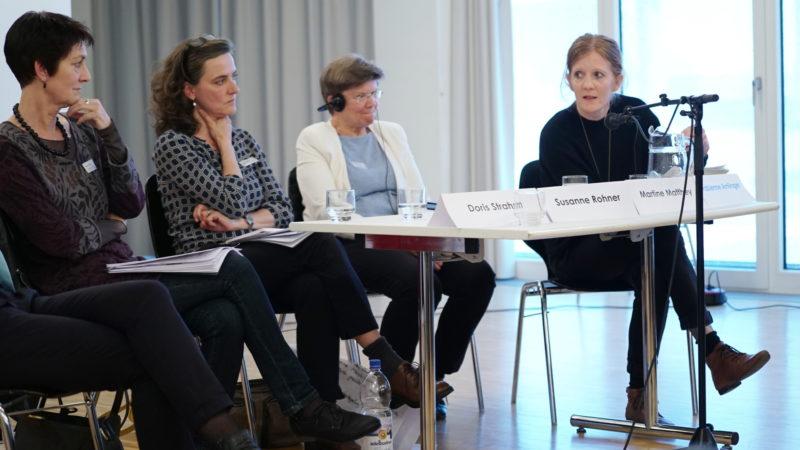V.l.r: Doris Strahm, feministische Theologin, Susanne Rohner, Sexuelle Gesundheit Schweiz, Martine Matthey, pensionierte Pfarrerin, Anzère, Fabienne Amlinger, Interdisziplinäres Zentrum für Geschlechtserforschung, an der Panel-Diskussion. | © Vera Rüttimann