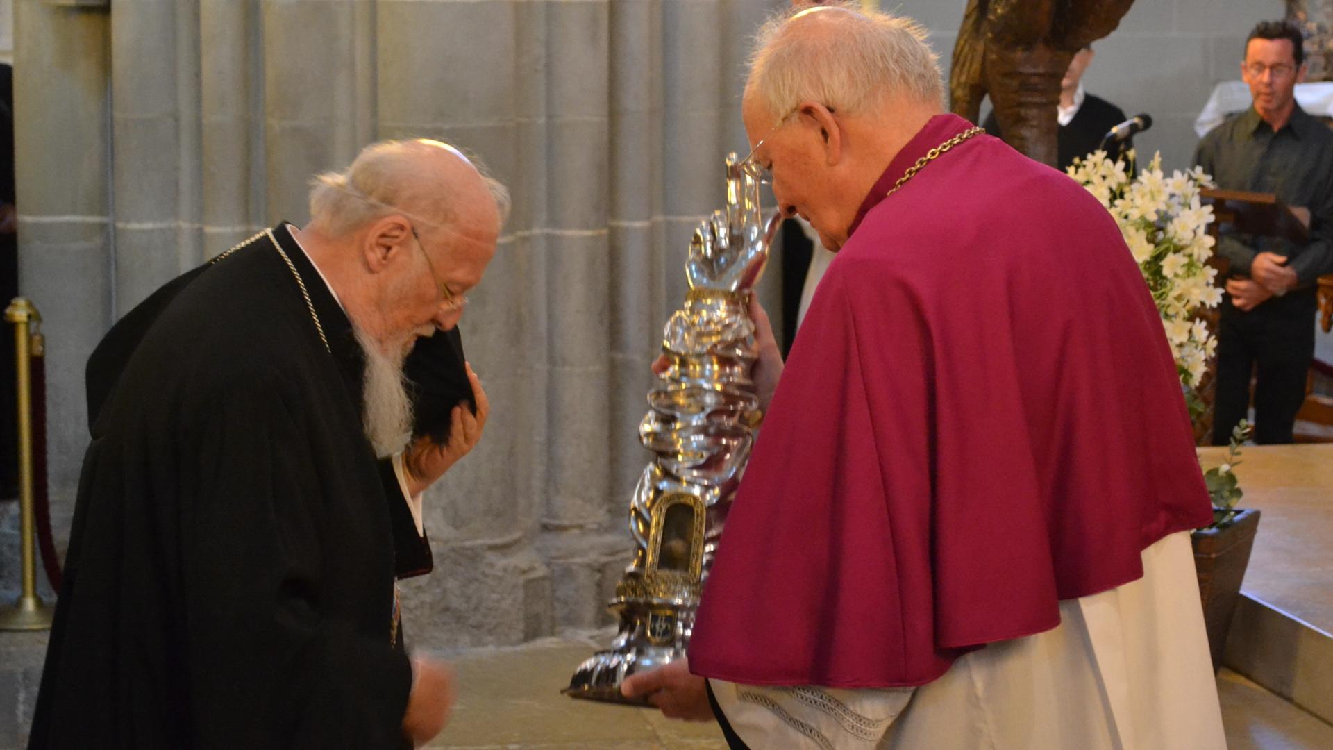 Patriarch Bartholomaios verehrt die Requie des hl. Nikolaus von Myra