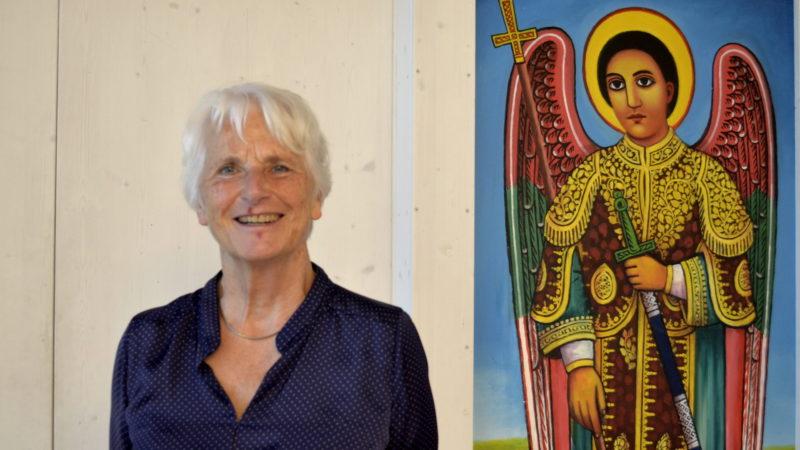 Gerda Hauck im Raum der Christen im Haus der Religionen | © Regula Pfeifer