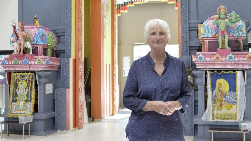Gerda Hauck im Hindu-Tempel im Haus der Religionen | © Regula Pfeifer