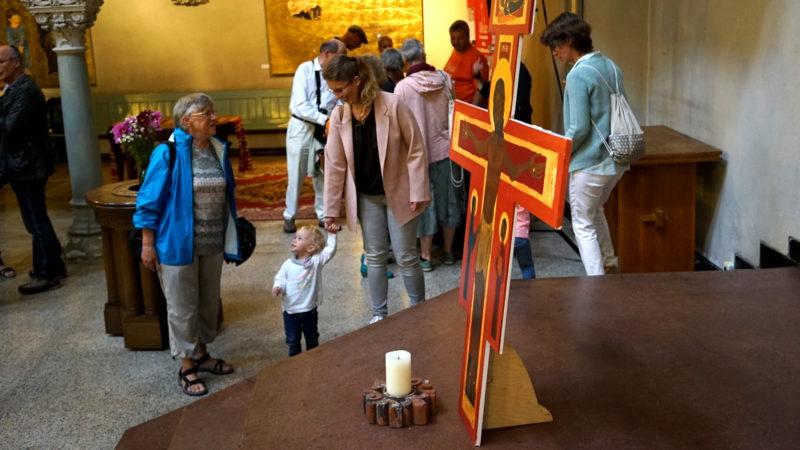 In der Kirche des Stadtklosters mit Taizé-Kreuz | © Vera Rüttimann