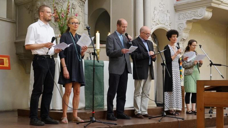 Mitglieder der Kommunität in der Kirche des Stadtklosters | © Vera Rüttimann
