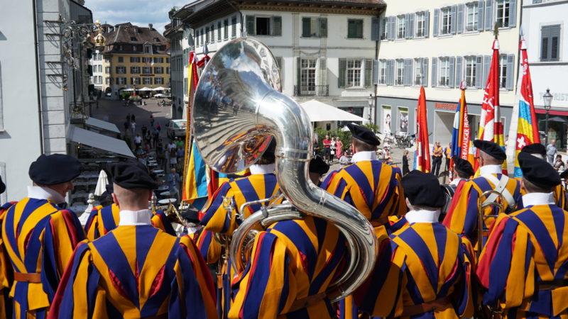 Schweizergarde verlässt Kathedrale Solothurn | © Vera Rüttimann